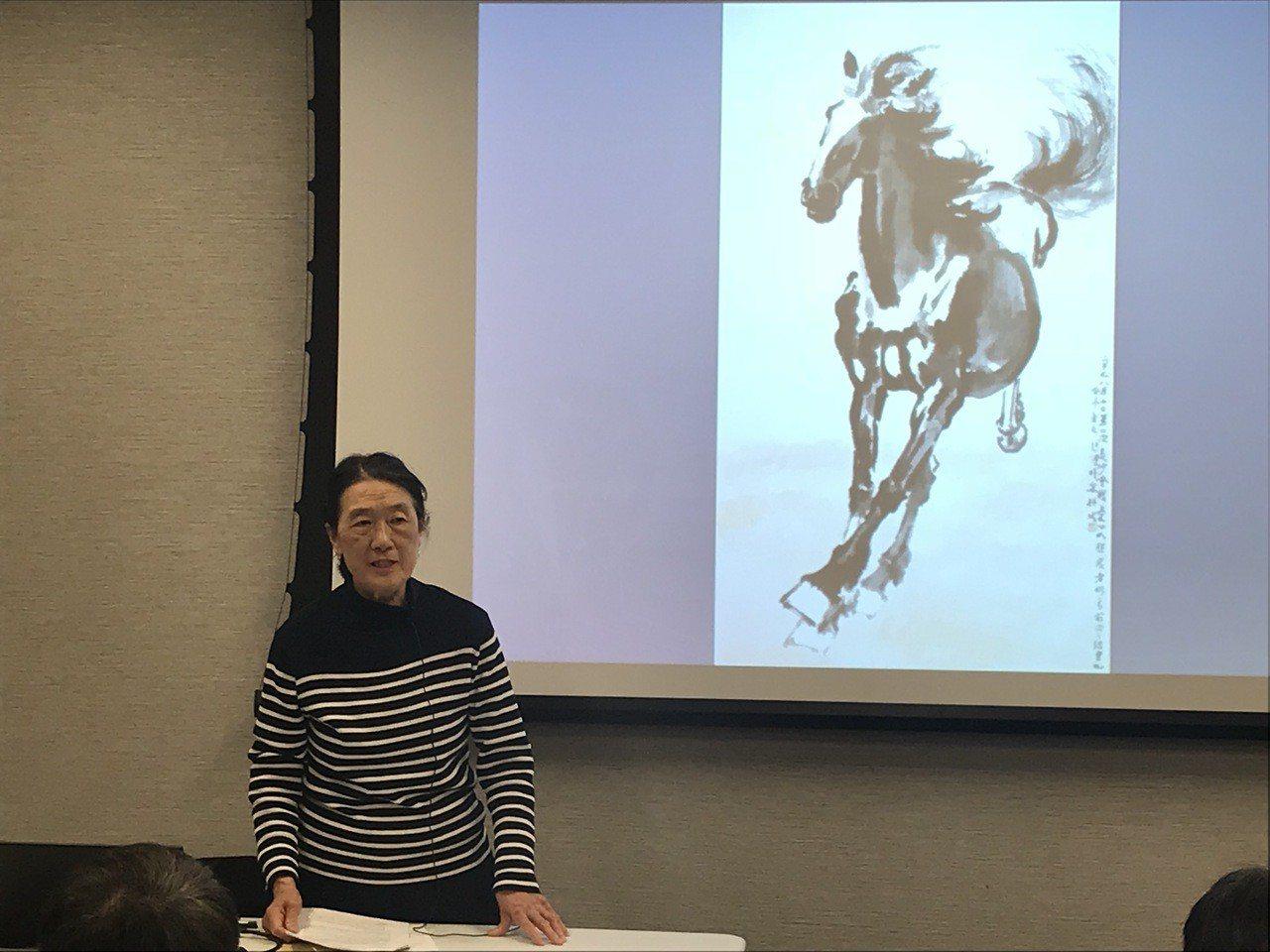 徐芳芳介紹徐悲鴻和他的藝術成就。(記者和釗宇/攝影)