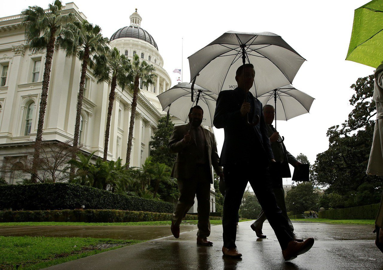 川普貿易政策可能殃及加州,州府赤字可達200億至400億。