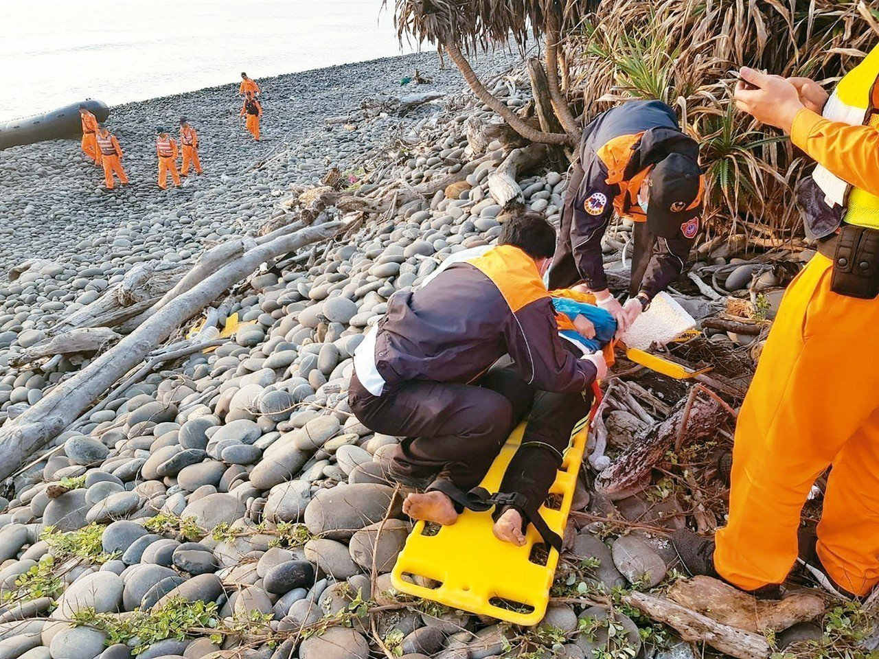越南偷渡客台東南田搶灘造成2死2失蹤。 圖/海巡署東巡局提供