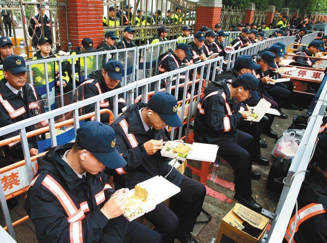 警察每次被動員獎金僅445元 葉俊榮:執勤士氣高