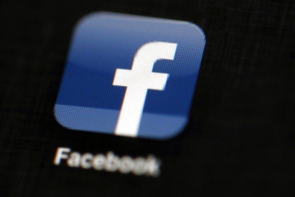 臉書撤下一個描繪露乳自由女神名畫的廣告引起爭議。 美聯社