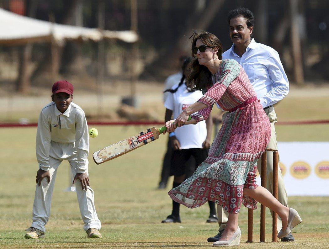 源於英國的板球運動,在殖民時期傳入印度,如今已是印度國民運動。圖為英國凱特王妃與...