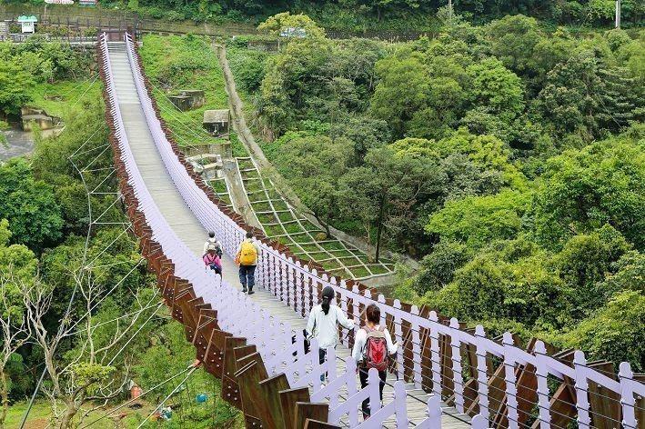 來到碧山露營場,可前往附近的白石湖吊橋一探美麗景色。(攝影/楊智仁)
