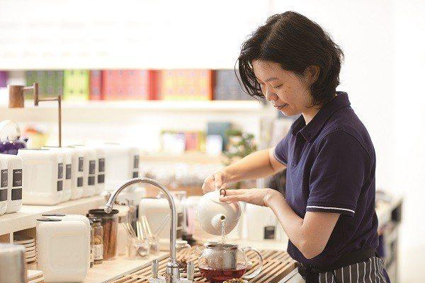 花果茶的甜蜜香氣透過浸泡會更顯濃郁。(攝影/梁忠賢)