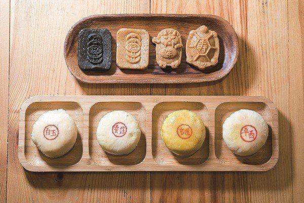 傳統中式糕餅以木製模型壓製各種吉祥圖案,寄託著深深的祝福。 (攝影/劉德媛)