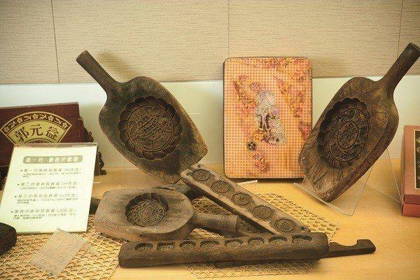 製作傳統糕餅的模具現在多成為收藏品展示。(圖/郭元益食品提供)