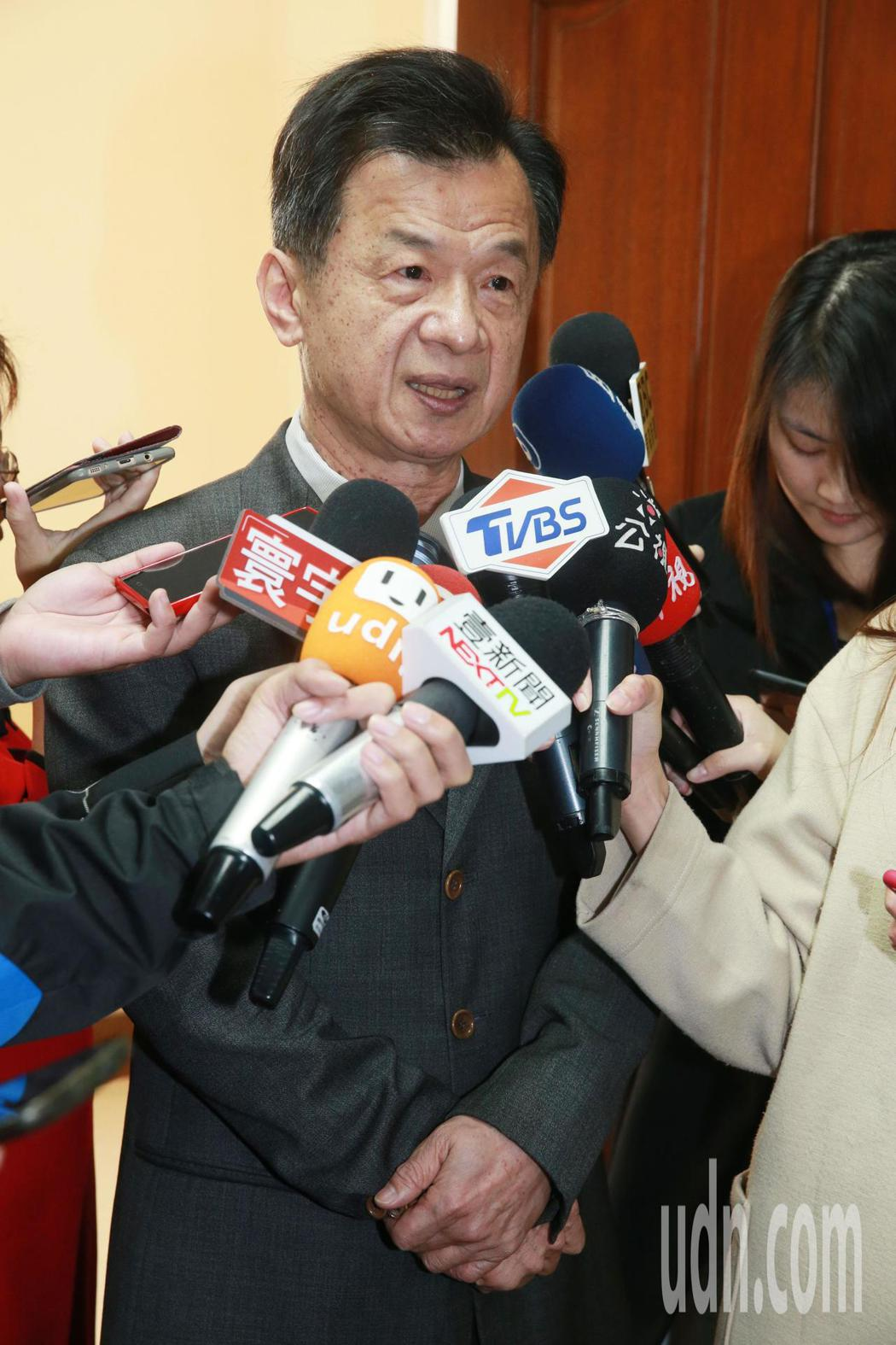 法務部長邱太三針對前總統陳水扁是否違反「四不原則」一事表示,中監調查小組會在近期...