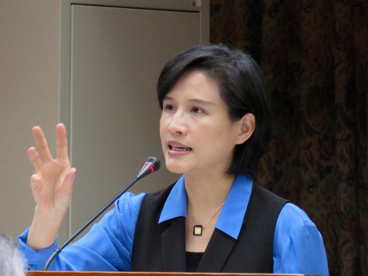 文化部長鄭麗君在立法院教育與文化委員會備詢。記者雷光涵/攝影