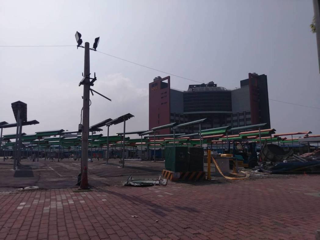高雄鳳山青年夜市四月將搬到前鎮區凱旋現址,目前已在整理環境中。記者謝梅芬/攝影