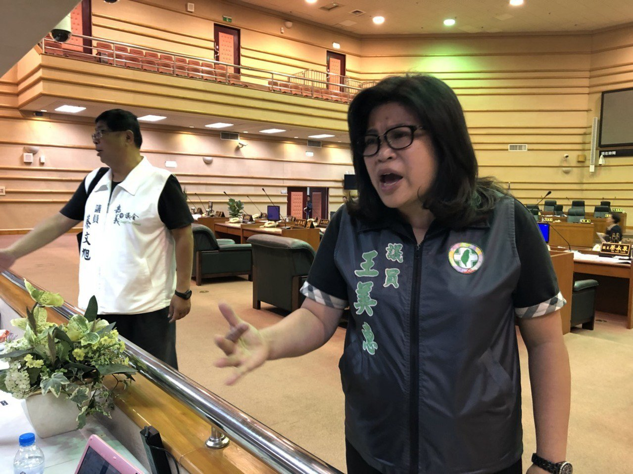 「舉手舉腳都沒用」民進黨籍市議員王美惠認為,上周五臨時會開幕式後的會前會上,有1...