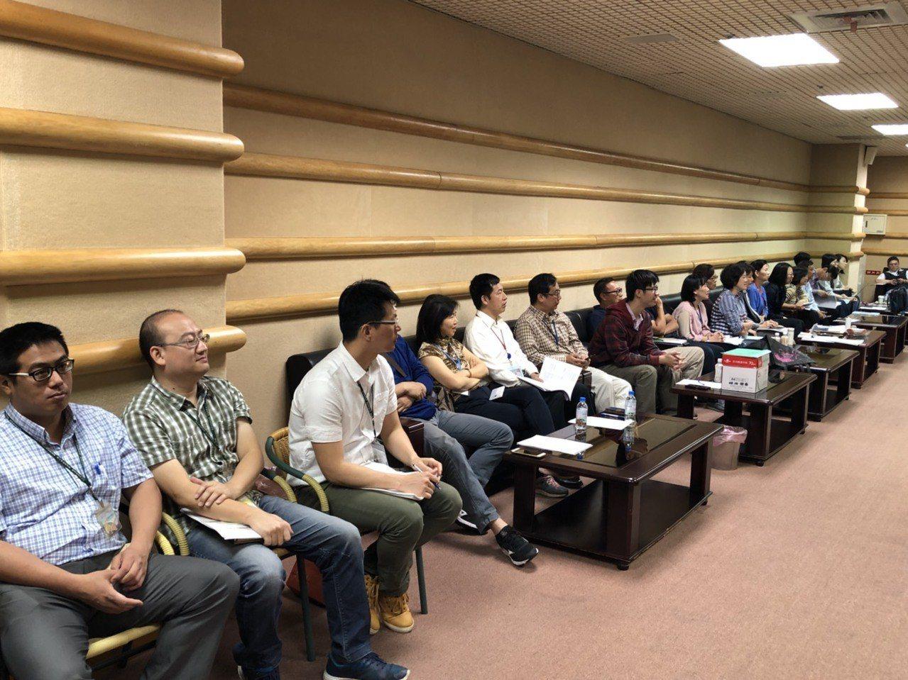 嘉義市議會今天開臨時會,各局處科長今天都到議會。記者王慧瑛/攝影
