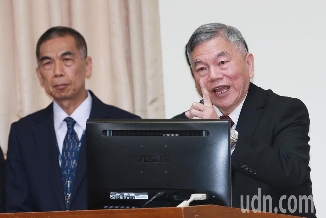 經濟部長沈榮津表示,電價漲幅影響物價指數所占的比例不高,因此希望在穩定物價、照顧...