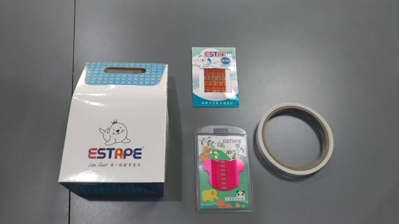 神秘禮物包含造型隨手卡、便利貼、紙膠帶。圖/市府提供