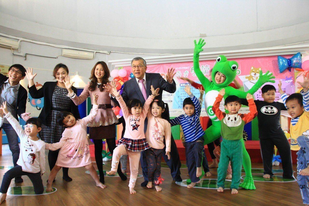 新竹縣文化局舉辦「漫步閱讀繽紛go活動」帶領親子從3月到5月,參與講座、書展、親...