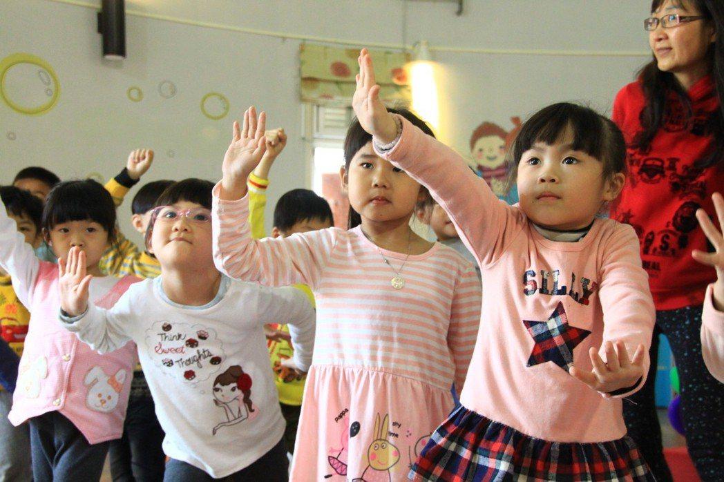 兒童節即將到來,新竹縣文化局舉辦「漫步閱讀繽紛go活動」。記者郭政芬/攝影