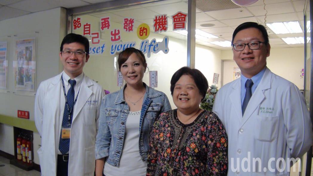產後體重狂飆的李小姐(左二)與肥胖合併糖尿病,不良於行的方阿嬤(右二),經手術減...
