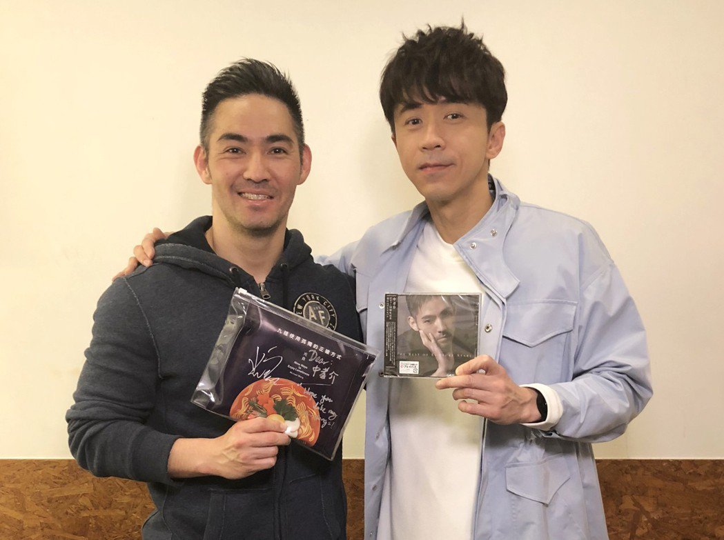 中孝介(左)到場看光良演唱會。圖/星娛音樂提供