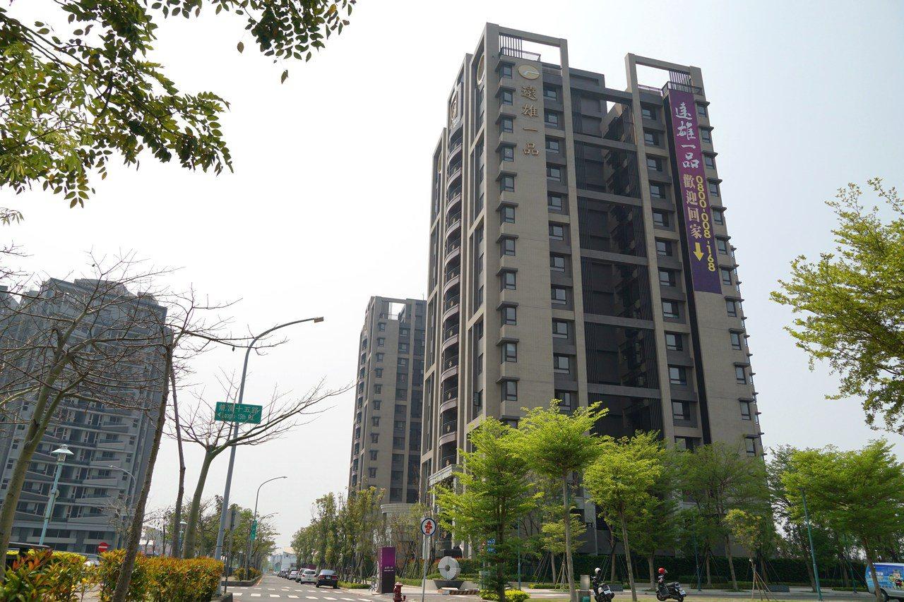 六都會區分別公布10月「建物買賣移轉棟數」,六都交易量為19,039戶,交易量最...