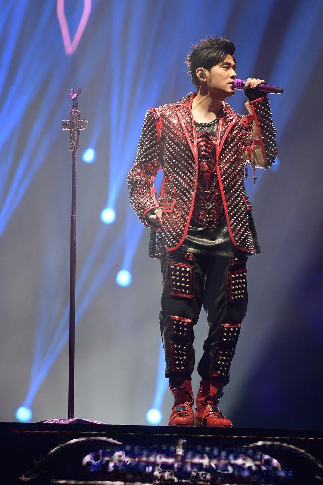 周杰倫在香港展開連10場「地表最強2」世界巡演,19日晚上開唱第5場。圖/摘自網...