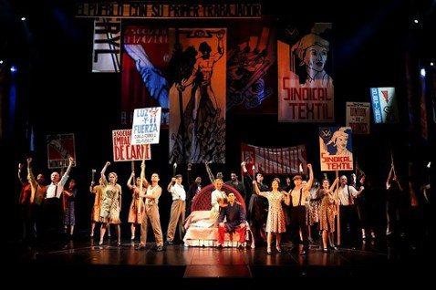 台灣的音樂劇迷今年很有眼福,大師安德魯洛伊韋伯經典名作「貓」才在上演,緊接著4月25到29日,另一齣他的巨作「艾薇塔」又要在國家劇院演出,觀眾可以一口氣欣賞韋伯生涯中最具代表性的兩大名劇,值得把握機...