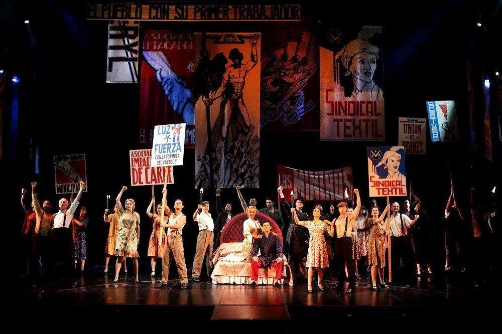 「艾薇塔」歌舞場面華麗盛大。圖/寬宏藝術提供