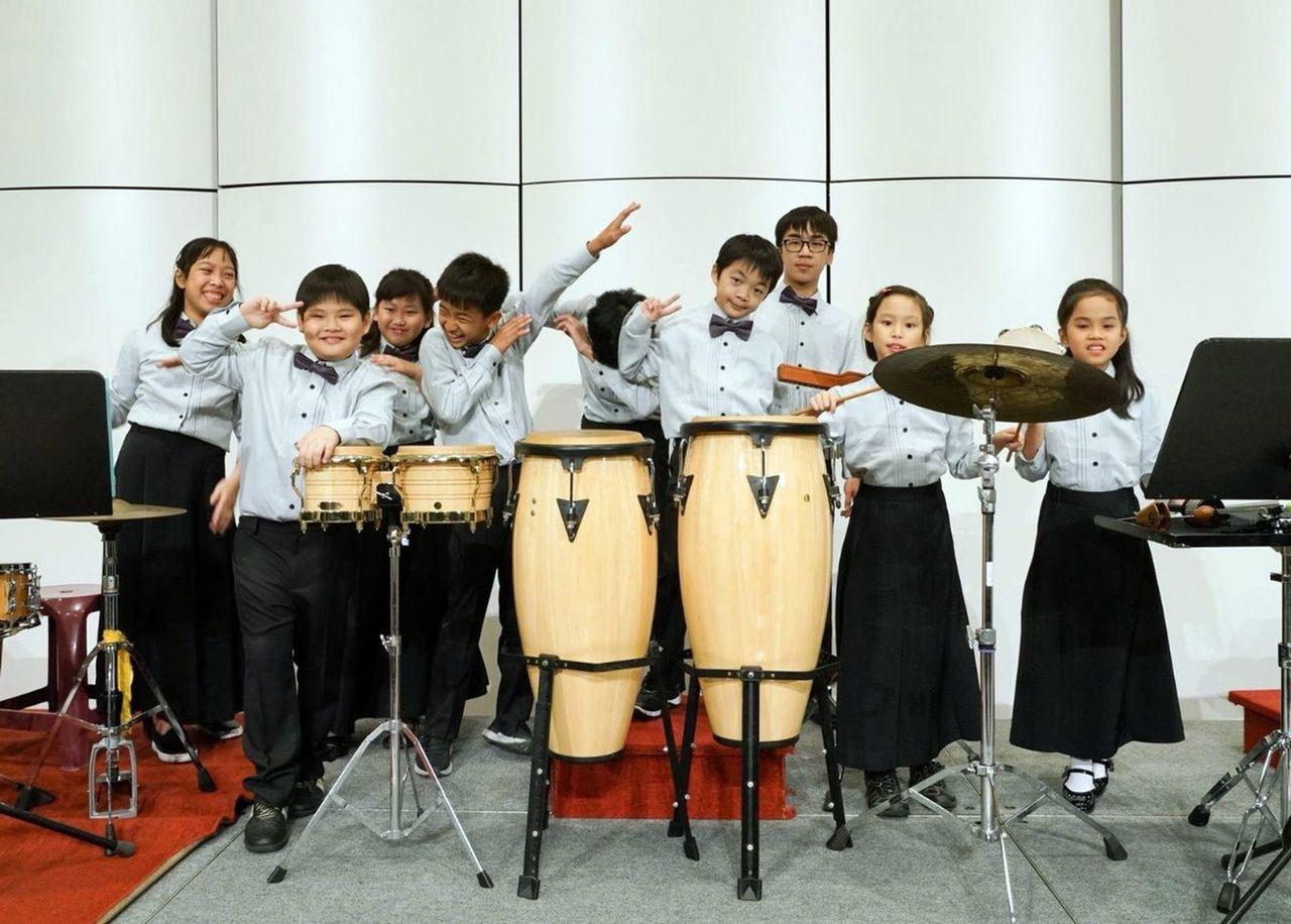 在釋一靜帶動下,信徹禪寺法印青少年管樂團募得許多樂器練習,常獲國外指名交流。圖/...