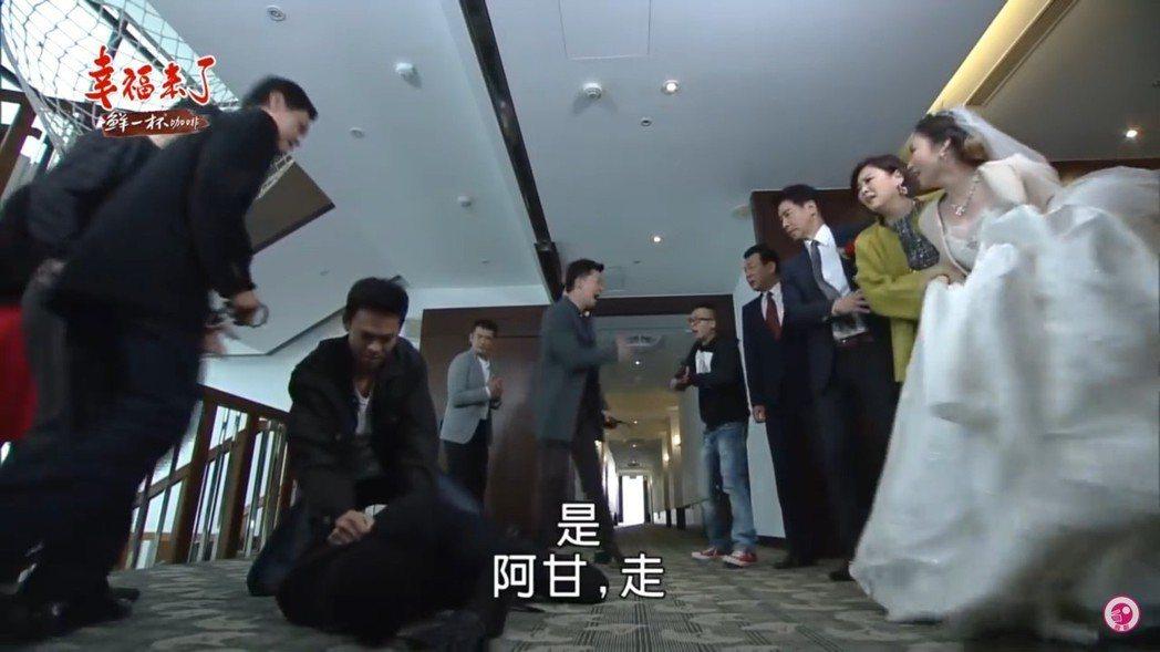 民視「幸福來了」婚禮戲,演員一字排開關係錯綜複雜。圖/摘自網路