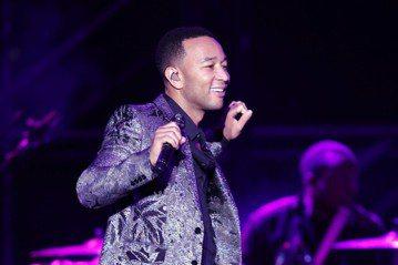 曾獲10座葛萊美獎的美國R&B天王約翰傳奇首度來台開唱,用動人的嗓音和悅耳的旋律讓所有觀眾度過美好的夜晚,雖然沒有浮誇的舞台設計和熱鬧的特殊橋段,光是他的歌聲就已令樂迷們迷醉。這場在南港展覽...