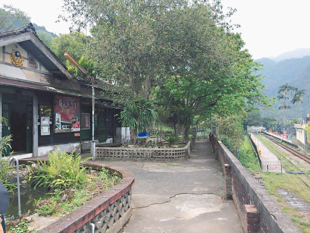 新竹縣最老的派出所「內灣派出所」,已有80年的歷史,由於前頭是鐵路,是台灣少見連...