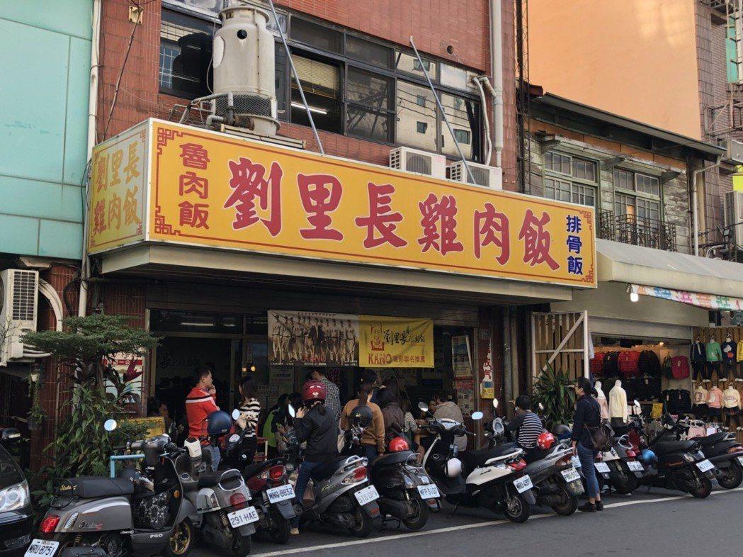 頗具人氣的「劉里長雞肉飯」最近也被國稅局盯上要求要開發票。 記者王慧瑛/攝影
