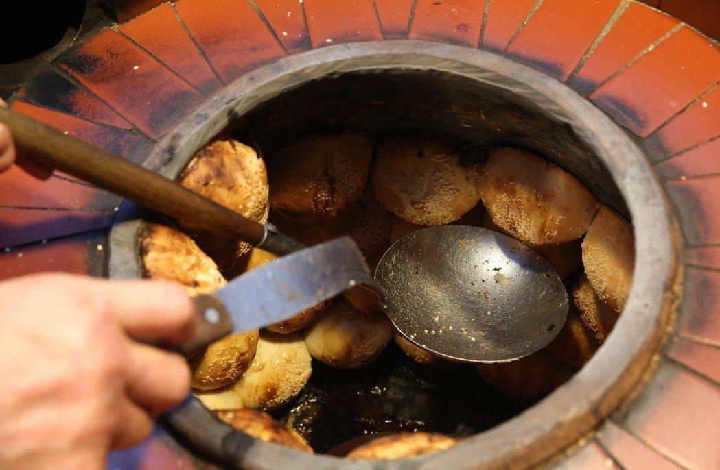 2018米其林必比登推薦夜市街頭美食,胡椒餅是其中之一。 圖/聯合報系資料照片