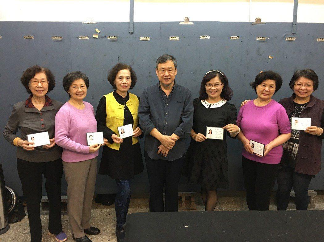2018年該聯盟及協會會員新獲得會員證書的6位新人名單(右起)許桂卿、林雲英、陳...