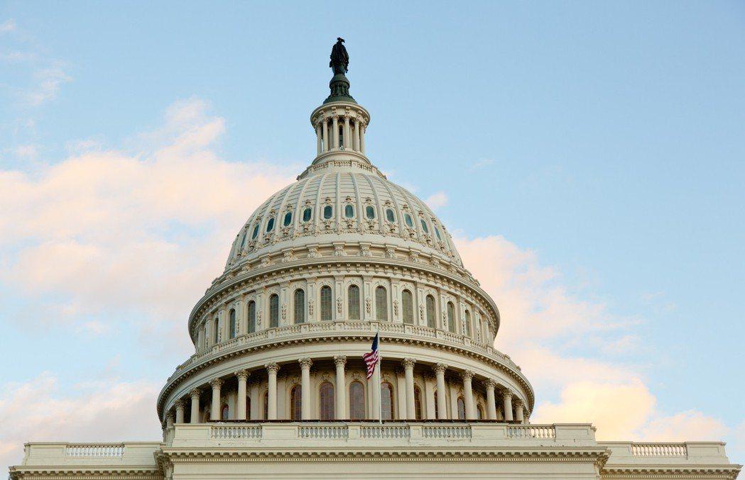 美國兩黨協商1兆3000億美元預算案19日進入關鍵階段,23日午夜前,參眾兩院若...