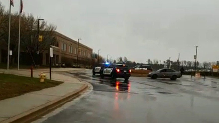 美國馬里蘭州大磨坊高中(Great Mills HS)20日上午發生槍擊事件後,...