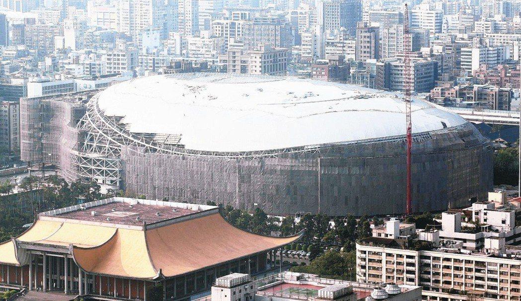 遠雄大巨蛋2015年遭台北市政府勒令停工,柯文哲日前表示,都委會開會時,「我想把...