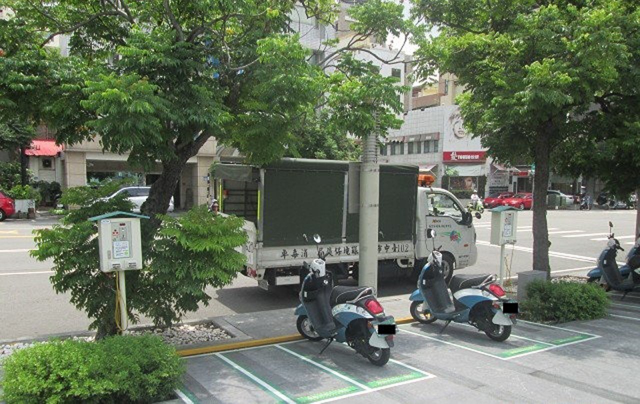 為推廣低碳節能的電動汽車、電動二輪車與建構電動車便利的充電環境,台中市政府將加碼...