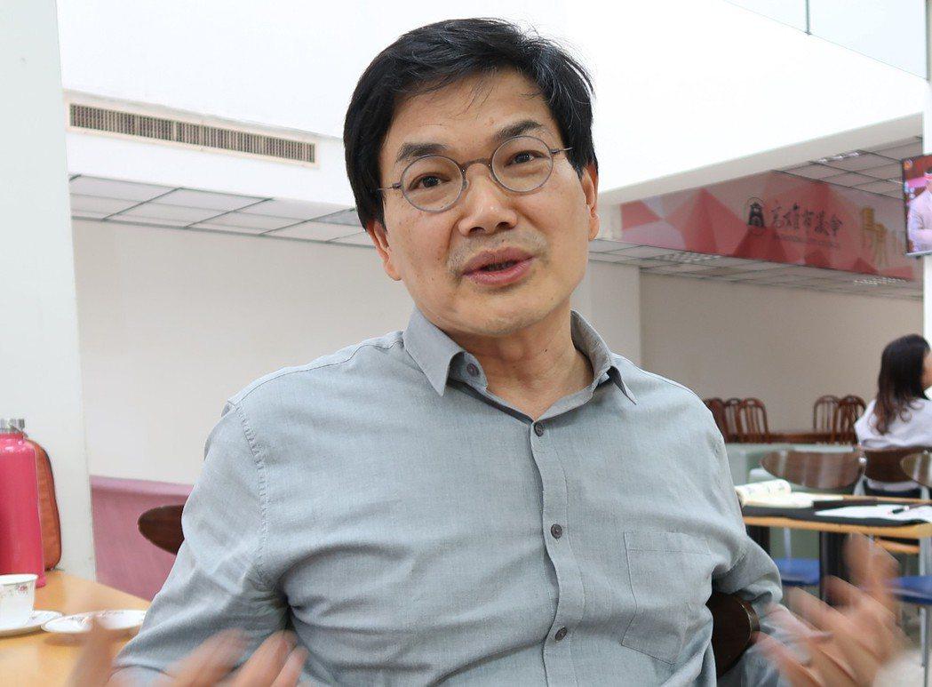 親民黨高雄市議員吳益政(圖)20日表示,將以無黨籍名義投入高雄市長選舉,並說已向...