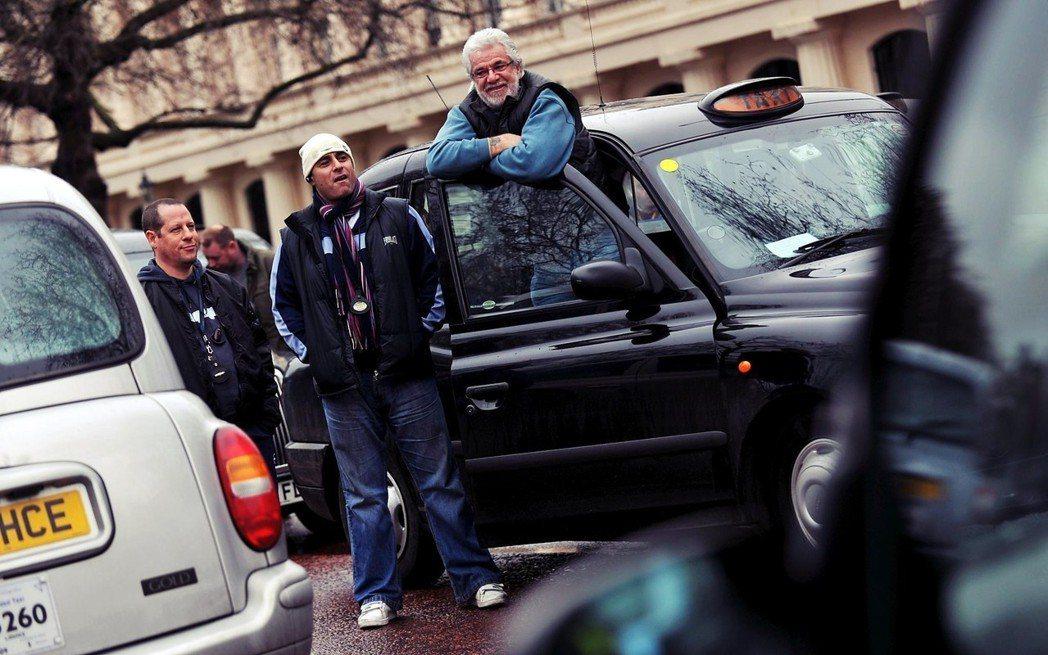 「哪種人會在人群中找尋目標?」就是倫敦的計程車司機。 圖/歐新社