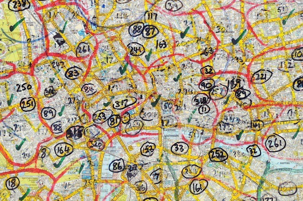 考生必須記下倫敦2萬條街道,以及2萬5,000到3萬個地點,而且必須倒背如流,才...