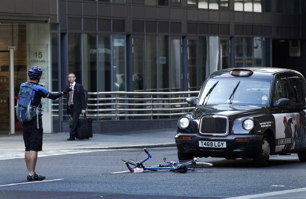 倫敦的交通複雜,因此計程車牌照考試也比照最嚴格的「登天」標準。 圖/美聯社