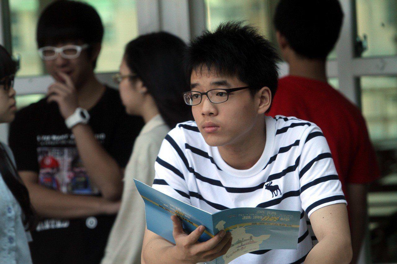 很多學校體制看重學生成績。聯合報系資料照/記者曾吉松攝影