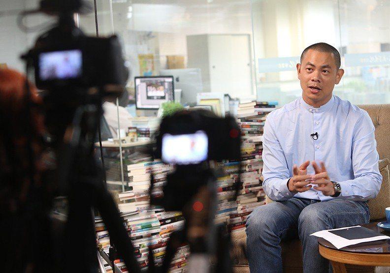 江振誠接受《遠見》獨家採訪時表示,米其林頒獎典禮時自己一整天都在RAW「上班」。...
