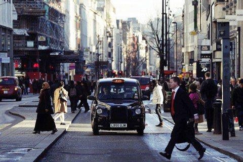 把倫敦的地景印在腦中,以備受信任的姿態,成為倫敦的一部分。這,或許仍是件老派浪漫...