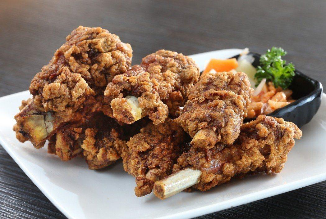 金蓬萊遵古台菜餐廳的蓬萊排骨酥。聯合報系資料照/記者蘇健忠攝影