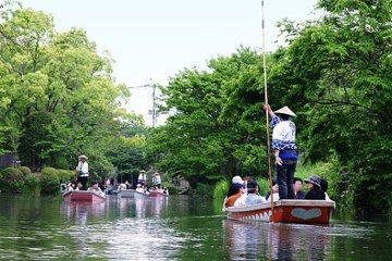 柳川結合「水落」的傳統,成為詩人北原白秋描述孩子們最期待的活動,也是現在觀光客拍照打卡最愛的風景。 圖/維基共享