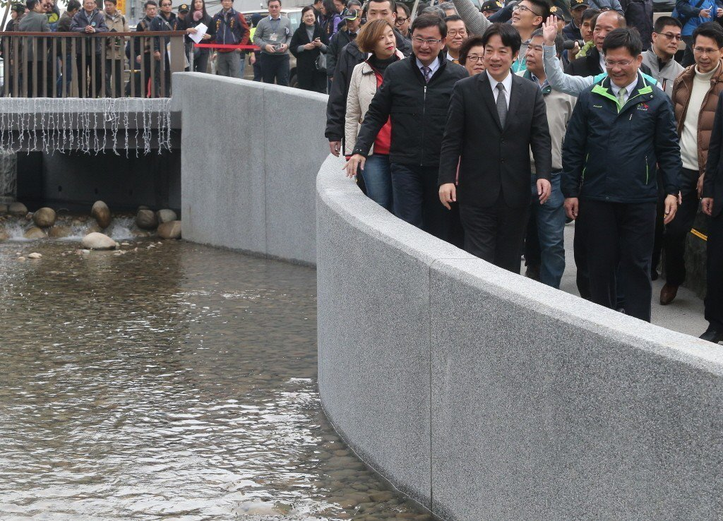 正當綠川爭議不斷時,行政院長賴清德則認為綠川堪稱「全國河川改造典範」。 圖/聯合...