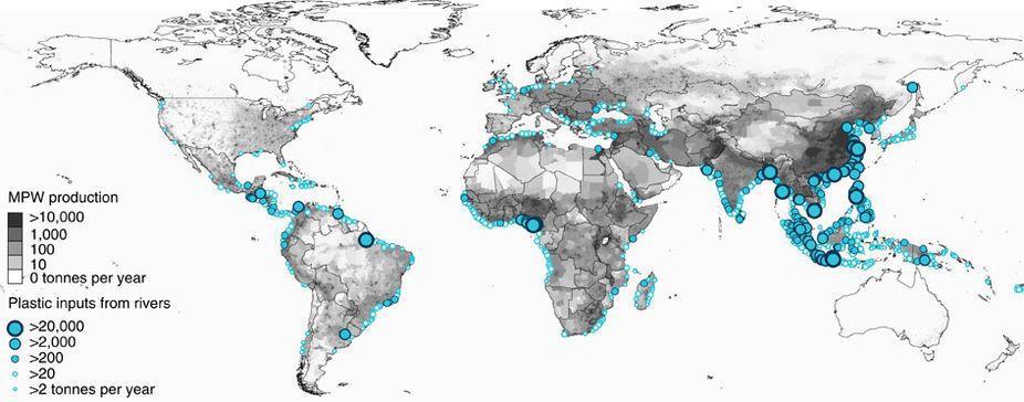 在一個河道塑膠物排放量的世界地圖中,臺灣沿海被幾個偌大象徵污染數量的圈圈所掩蓋。...