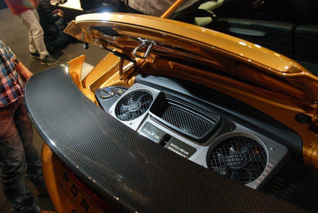可在911 TurboS Exclusive車尾處看到專屬的名牌字樣。 記者林鼎智/攝影