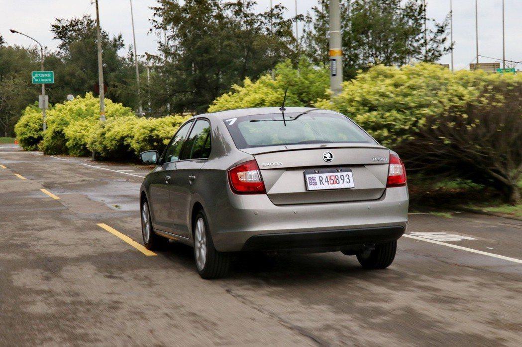 若選擇活潑一點的車色,想必會讓車身線條更明顯。 記者陳威任/攝影
