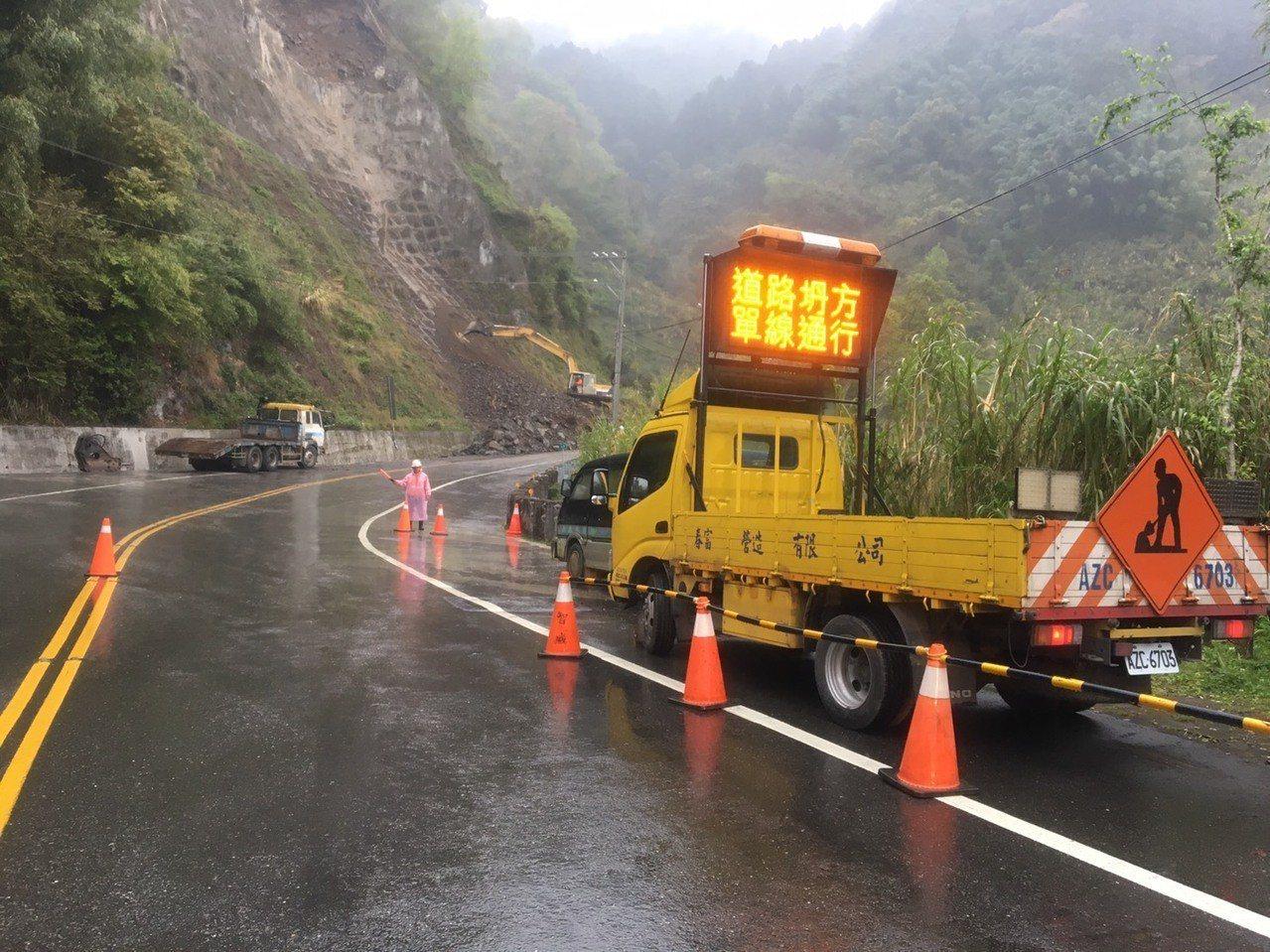 台18線可里山公路十字村路段目前搶通單線通車。記者謝恩得/翻攝
